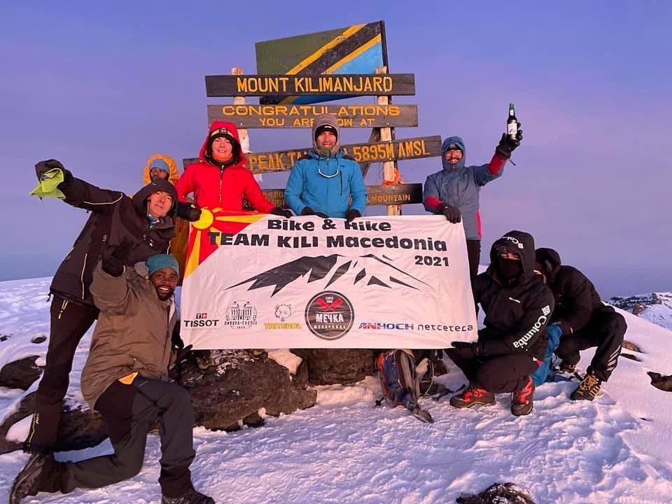 Шестмина планинари и велосипедисти од Македонија се искачија на Килиманџаро