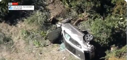 Тајгер Вудс итно хоспитализиран, откако излетал од патот со својот автомобил