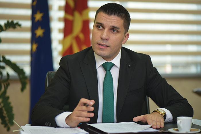 6200 фирми поради кризата се затворија, а фирмата на министерот Љупчо Николовски го зголеми профитот за 2100%