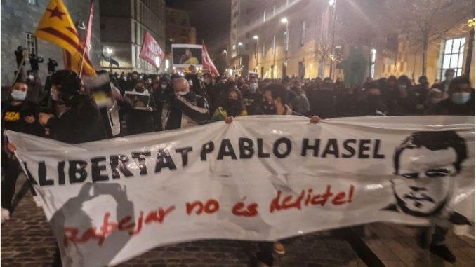 Протести во Шпанија поради апсење на раперот Пабло Хасел