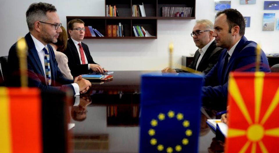 Бујар Османи во Париз: Ние се гледаме себе како дел од ЕУ и тоа ќе го оствариме