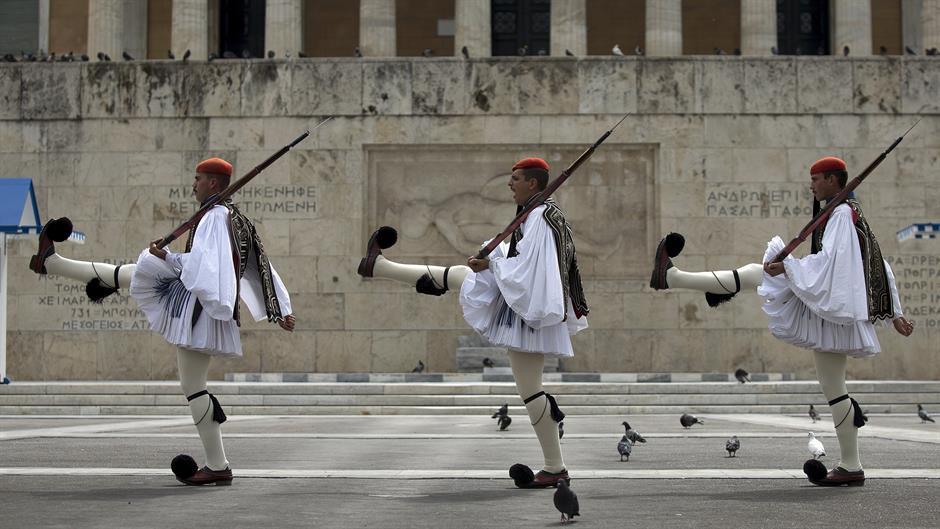 Принцот Чарлс, премиерот на Русија, Михаил Мишустин и министерката за одбрана на Франција, Флоренс Парли во Атина на одбележување 200 години од востанието за независност на Грција