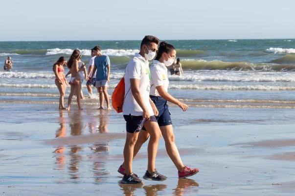 Во Шпанија ќе се носи маска и на плажа
