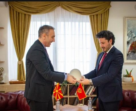 Црногорскиот Артан Груби го спречи устоличувањето на српскиот митрополит (ФОТО)
