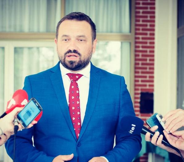 """Марјан Ѓуровски: Како тоа пратениците """"случајно"""" ќе се вакцинираат со """"Фајзер""""???"""