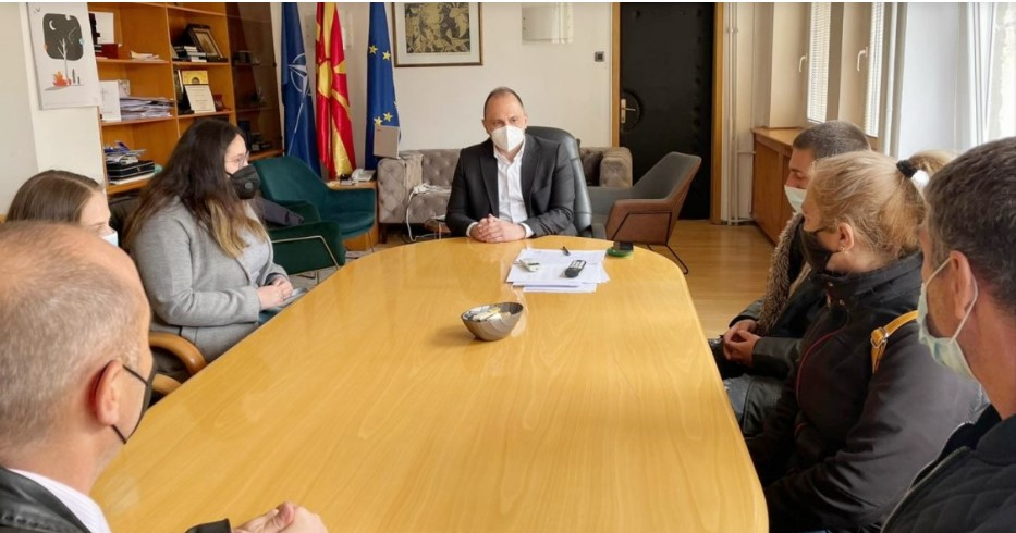 Филипче се сретна со семејството на Верица: Ќе дадеме целосна поддршка за решавање на проблемот со вработување