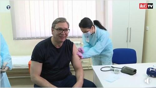 Се вакцинираше Александар Вучиќ