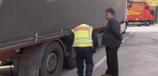 """Снаодлив нашинец со лоши гуми : На германски полицаец му вика """"дај ми број ќе ти се јавам од Македонија"""" (ВИДЕО)"""