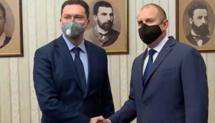 Радев му го врачи мандатот на Даниел Митов од ГЕРБ-СДС за кандидат за нов бугарски премиер