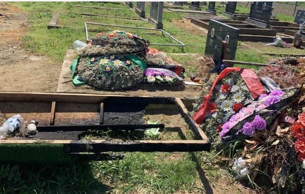 Гореше гробот на таткото на Дарко Лазиќ (ФОТО)
