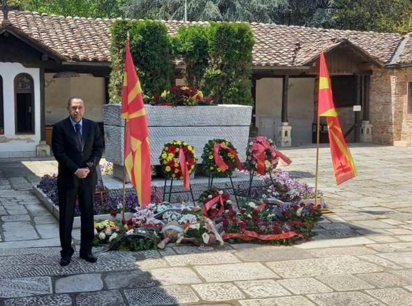 Наместо Пендаровски и Заев, бугарскиот амбасадор се поклони на гробот на Гоце Делчев