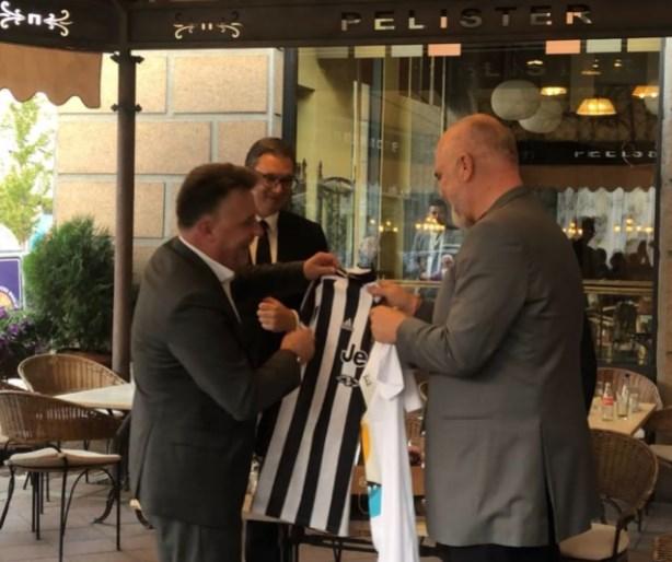 Шилегов на Рама му даде дрес од Јувентус наместо од Вардар или Шкупи (ФОТО)