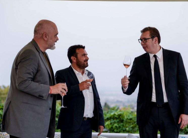 """За """"Фајненшал тајмс"""" Заев, Вучиќ и Рама се фрустрирано балканско трио"""