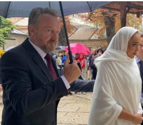 Jасмина Изетбеговиќ е ќерка на Бакир. а внука на првиот претседател на Босна Алија (ВИДЕО)