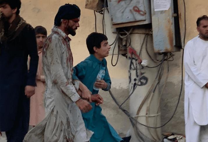 Бројките од експлозиите во Кабул растат: Досега 103 лица загинати, а над 1.330 ранети