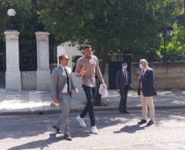 Адетокумбо влезе во претседателската палата во Грција (ФОТО)