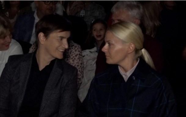 Ана Брнабиќ ја однесе партнерката на опера (ФОТО)