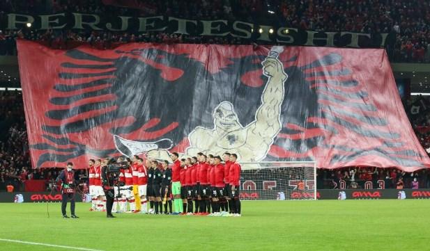 Албански навивачи тепаа полски фанови а на трибините ја навредуваа Србија (ВИДЕО)